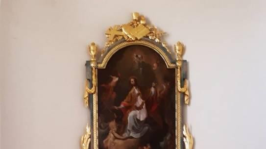 A felújított oltár,és gyertyatartók